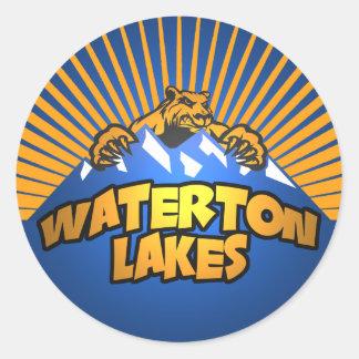 Waterton berg för sjöarbjörn runt klistermärke