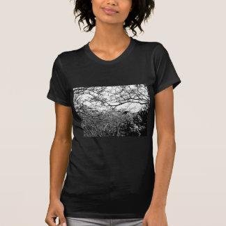Webben av grenar t-shirts
