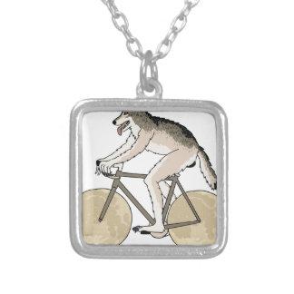 Werewolfridningcykel med fullmånehjul silverpläterat halsband