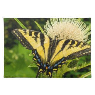 Western tiger Swallowtail på en thistle Bordstablett