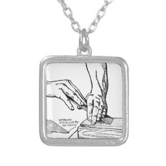 Whetting illustration för järn silverpläterat halsband