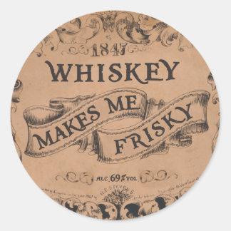 Whiskey gör mig yster rund klistermärke