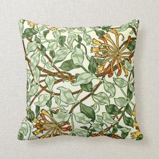 William Morris - kaprifol i grönt och guld Kudde
