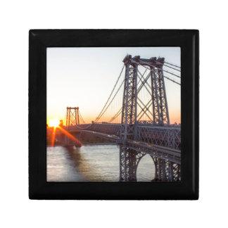 Williamsburg överbryggar solnedgången Brooklyn NYC Smyckeskrin