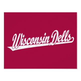 Wisconsin Dells skrivar logotypen i bedrövad vit 10,8 X 14 Cm Inbjudningskort
