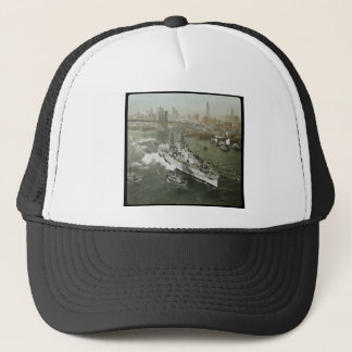 WWII-slagskepp på den Hudson River vintagen Truckerkeps
