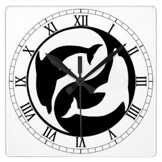 Yin Yang delfiner kvadrerar romerska tal tar tid Fyrkantig Klocka