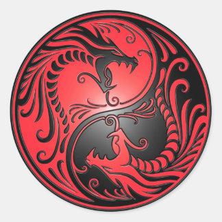 Yin Yang drakar, rött och svart Runt Klistermärke