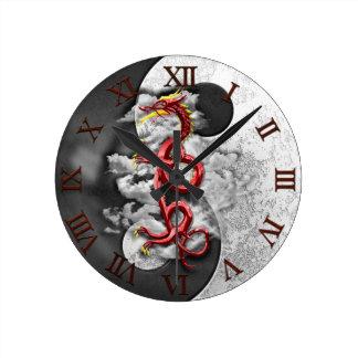 Yin Yang och drake Rund Klocka