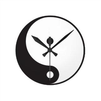 Ying Yang tar tid på Rund Klocka