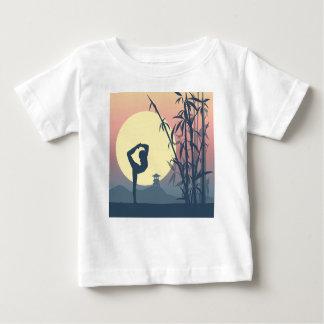 Yoga i misten tshirts