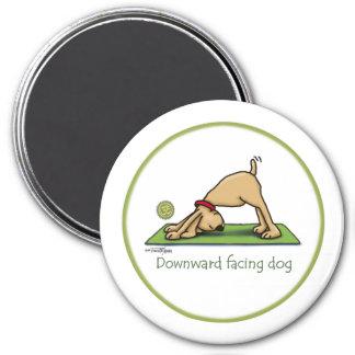 Yoga - nedåt - vända mot hunden magnet rund 7.6 cm