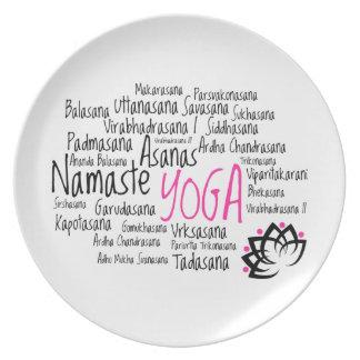 Yogainstruktörens poserar Sanskrit Asanas Yoga Tallrik
