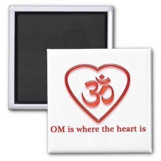 """YogaOm-magneten """"Om är var hjärtan är"""" humorn Kylskåpsnagnet"""