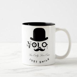 YOLO: Du bor endast en gång - precis leende! Två-Tonad Mugg