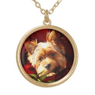 Yorkshire Terrier inbäddad i röd ros Guldpläterat Halsband