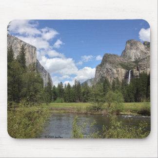 Yosemite dalvattenfall musmatta