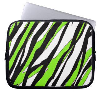 Zebra ränder med abstrakt limefruktgröntrandar laptop datorskydd
