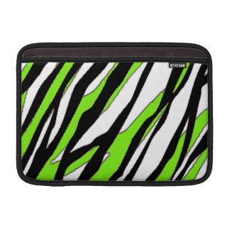 Zebra ränder med abstrakt limefruktgröntrandar MacBook sleeves
