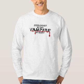 Zoologistvampyr vid natt tee shirts